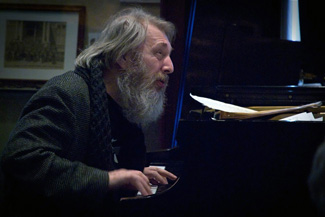 Internationally renowned classical composer and jazz pianist Tom McKinley