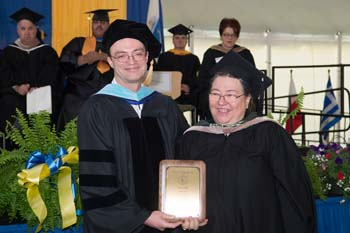 Vice president of academic affairs Bill Heineman and Nancy Sabin assistant dean emerita of enrollment services newsroom