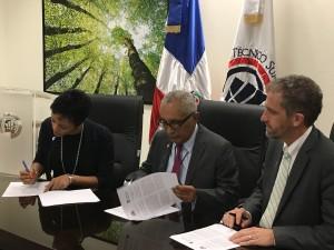 DR-CC signing good res Noemi, 2 pres